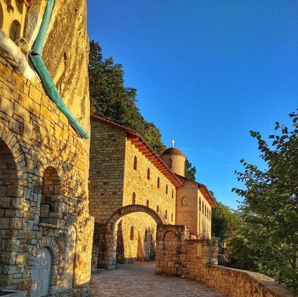 Лядовский скальный монастырь в Украине