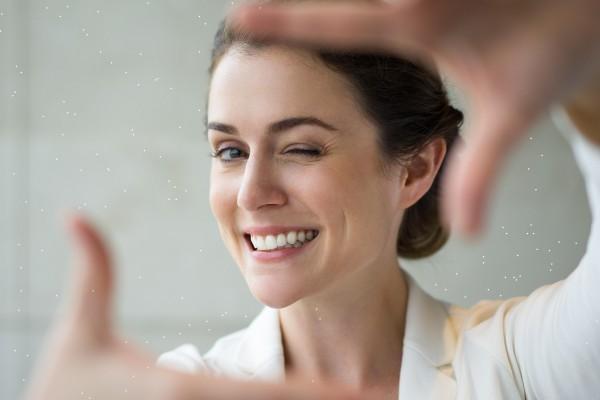 Отбеливание зубов: от чего зависит цвет улыбки и можно ли в домашних условиях отбеливать зубы