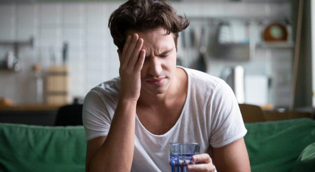 аспирин при похмелье, можно ли пить аспирин при похмелье, дозировка аспирина при похмелье, аспирин помогает при похмелье, сколько аспирина пить при похмелье, аспирин от головной боли при похмелье, как быстро снять похмелье, как снять синдром похмелья в домашних условиях