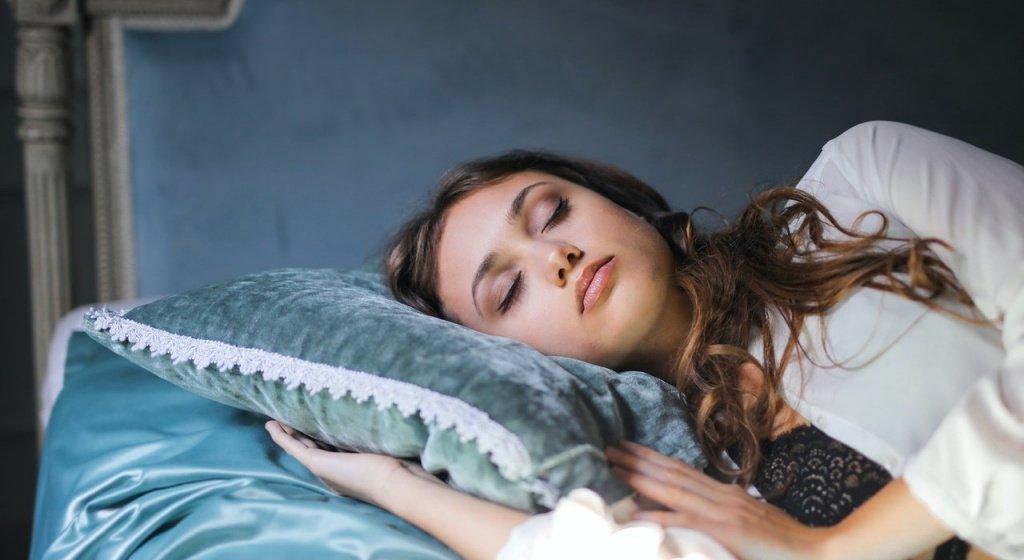 сон, почему мозг не спит, фазы сна, быстрый сон, медленный сон, что такое сон, сон это, фазы сна человека, как работает мозг во время сна, что делает мозг во время сна, глубокий сон, сновидения, осознанные сновидения, зачем мы спим, во время сна, интересные факты о человеческом сне, сколько нужно спать в сутки взрослому человеку, циклы сна