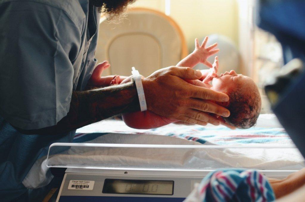 физиологическая норма новорожденного, какой вес новорожденного нормальный